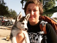 17-year-old-syrian-refugee-walks-over-300-miles-carrying-his-puppy-1