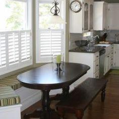 Bay window seat in kitchen - LOVE!