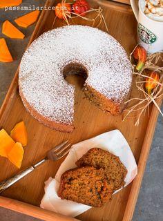 Il Pumpkin Spice Latte, una delle bevande più amate di Starbucks, diventa una sofficissima torta a base di zucca, caffè e spezie. Perfetta per tutti gli #psl lovers!