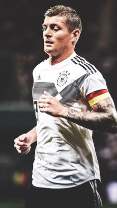 Germany Football Team, Football Players, Dfb Team, Toni Kroos, Sports Celebrities, Athletic Men, Physical Activities, Exercise, Male Athletes