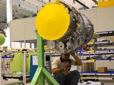 Processo de produção de um avião na Embraer, em São José dos Campos 20. Motores