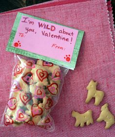 Healthy Valentine Treats for kids - animal crackers. Could do this with the pre-packaged single serving animal crackers. Valentines Day Food, Homemade Valentines, Valentine Treats, Valentine Day Love, Valentines For Kids, Valentine Day Crafts, Valentine Party, Valentines Recipes, Printable Valentine