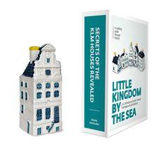 Dit boek brengt een ode aan Nederland. De iconische KLM huisjes vormen de rode draad in het verhaal én een leuk relatiegeschenk bij het boek zelf.