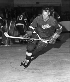 Gordie Howe at Red Wings training camp. 1970s