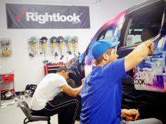 Students remain focused in this week's Rightlook vehicle wrap training class! #vehiclewraps #rightlook #trainingclass #autodetailing #vehiclegraphics