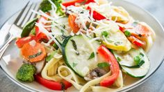Can be part of 10 day overhaul Zucchini Noodles Primavera With Zucchini, Scallops and Caper Tarragon Sauce : Try this lighter version of a traditional pasta dish. Pasta Primavera, Pasta Recipes, Diet Recipes, Cooking Recipes, Healthy Recipes, Healthy Meals, Recipe Pasta, Zoodle Recipes, Entree Recipes