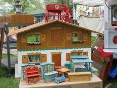Brimfield 2014: Bavarian dollhouse