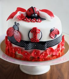 Ladybug Birthday Party Food Ideas and Recipes, Cakes and Cupcakes Fancy Cakes, Cute Cakes, Fondant Cakes, Cupcake Cakes, Ladybug Cakes, Baby Girl Cakes, Creative Cakes, Cake Creations, Themed Cakes