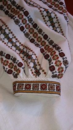 … Folk Costume, Costumes, Folk Embroidery, Cross Stitch Patterns, Projects To Try, Traditional, Ely, Crochet, Easy Crafts