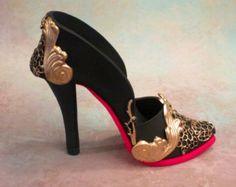 tutorial fondant minie baby shoes - Αναζήτηση Google High Heel Boots, Shoe Boots, High Heels, Shoes Heels, High Heel Cakes, Shoe Cakes, Fondant Shoe Tutorial, Fondant Baby Shoes, Paper Shoes