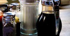 ¿Qué condimentos necesitan ser refrigerados?. La mayoría de los hogares tiene una gran cantidad de condimentos a la mano, y no siempre está claro cómo deben almacenarse o cuánto durarán si se almacenan correctamente. Generalmente los productos que requieren de refrigeración lo dicen en la etiqueta, pero si la etiqueta no dice esto, ¿la refrigeración es una buena idea? Por supuesto, no todos ...
