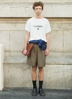 in Paris Paris Street Style. Another reason not to swim the channel. Another reason not to swim the channel. Best Mens Fashion, Boy Fashion, Paris Fashion, Streetwear, Look Street Style, Look Man, Men Street, Paris Street, Paris Paris