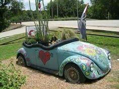 VW garden in Glen Rose,Texas. Glen Rose Texas, Lawn Ornaments, Agar, Back To Nature, Yard Art, Garden Pots, Garden Ideas, Organic Gardening, Container Gardening