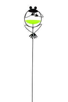 """Metallstecker """"Frosch mit Vogeltränke"""". Das ist doch mal originell: ein frecher Frosch, der draußen für Heiterkeit sorgt. Er sitzt auf einem Metallstecker im Garten oder auch auf dem Balkon und punktet mit einem lustigen Design, das gleichzeitig für eine Überraschung sorgt. Der grüne Bauch des Frosches ist nämlich eine kleine Vogeltränke. So schlagen Sie gleich zwei Fliegen mit einer Klappe. ca. 21 x 17 x 124 cm"""