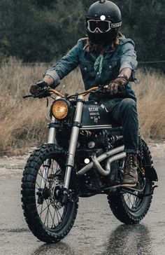 How stylish is this little Honda Scrambler with Kawasaki USD . - Honda cafe racers, scramblers and bobbers - Motor Moto Scrambler, Motos Bobber, Scrambler Custom, Bobber Bikes, Motocross Bikes, Custom Bobber, Custom Bikes, Sport Bikes, Honda Cb