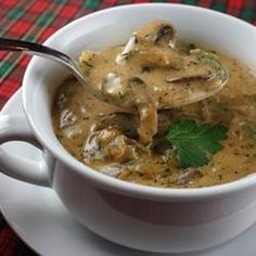 This creamy mushroom soup is seasoned generously with dill, paprika, parsley, and lemon juice. Sour cream is added at the end of cooking, making the soup very rich and filling. Hungarian Mushroom Soup, Vegetarian Recipes, Cooking Recipes, Vegetarian Chicken, Cooking Kale, Cooking Bacon, Bread Recipes, Cooking Tips, Mushroom Soup Recipes