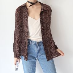🔸🔹🔸 Amazing vintage leopard cheetah print silky shirt with shoulder padding🔸🔹🔸 will fit sizes depending on desired fit (I'm a for ref.) In Like New condition, no flaws. Instant buy is on ✨ Shoulder Pads, Cheetah Print, Long Sleeve Tops, Duster Coat, Flaws, My Style, Amazing, Jackets, Stuff To Buy