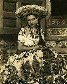 Mexican Art, Mexican Style, Vintage Photographs, Vintage Photos, Chicano Love, Mexican Costume, Mexican Fashion, Mexico Culture, Vintage Cowgirl