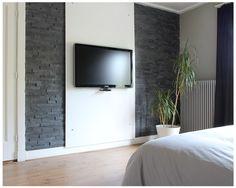 Slaapkamer tv wand met steenstrips