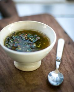 A zippy Chimichurri sauce recipe with fresh herbs, garlic & chile pepper, a perfect steak sauce! Ketchup, Sauce Recipes, Cooking Recipes, Healthy Recipes, Chimichurri Salsa, Sauces, Salsa Picante, Salsa Verde, Fresh Herbs