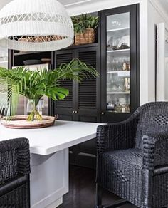 Won't ever stop loving this gorgeous setting - our Malawi Cane Classic Bar Stools, Malawi Cane Traditional Pendant and Betty Tray with… Plantation Style Homes, British Colonial Decor, Estilo Tropical, Colonial Kitchen, Home Decor Kitchen, Kitchen Ideas, Kitchen Design, Kitchen Pantry, Cooking