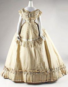 Silk evening dress, French, ca. 1867. by cleo