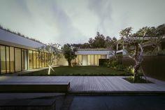 Gallery of Private Villa in Ungasan / Rafael Miranti Architects - 17