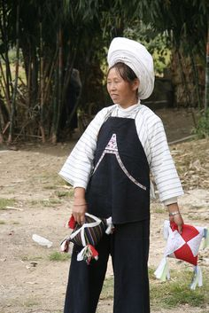 There are 56 Chinese minority - China Zhenfeng - minority portrait by jadis1958, via Flickr