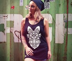 Jetzt wirds fuchsig – Inspiriert durch die uralte Tattoo Kunst der Maori im Zusammenspiel mit der Schönheit und Eleganz des Fuchses ist der Maori Fox enstanden und frisch bei uns eingezogen. URICH-art-collection-maori-fox-tank-top-woman-black #urich #tanktop #maorifox #artcollection #new #top #clothes