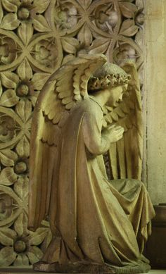 A stone angel in one of the side chapels of St Dominic's Priory Church, London is bathed in the soft coloured light from the stained glass windows. Cemetery Angels, Cemetery Art, Entertaining Angels, Steinmetz, I Believe In Angels, Ange Demon, Desenho Tattoo, Angels Among Us, Angel Statues