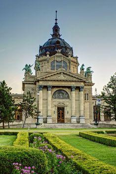 Széchenyi Medicinal Bath, Budapest (by Gabor Istvan Nagy)