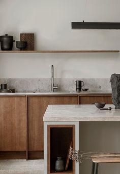 Nordiska Kök -  Med strama linjer där det minimalistiska och karga möter  det varma rustika, har vi försökt fånga den nordiska skärgårdens föränderliga landskap i vårt senaste kök.Mer köksinspiration och idéer till ert nya kök på vår instagram @nordiskakok   #kök #köksinspiration #kitcheninspo #nordicdesign #scandinaviandesign #kitchen #träkök #kitchendesign #minimalist #nordichome #scandinavianhome #interiors #interior #architecture #köksinspo #køkken #köksinspiration