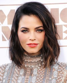 Jenna Dewan Tatum's Makeup-Free Photo Shoot Is Beyond Stunning via /byrdiebeau… - Frisuren Short Brown Haircuts, Long Bob Hairstyles, Hairstyles 2018, Short Brown Bob, Brown Bob Haircut, Celebrity Hairstyles, Brown Lob Hair, Dark Brown Lob, Dark Lob