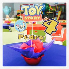 Ontem foi dia de festa para o Pedro, filho da Talissa e o Fábio Pelusch. O Dia Feliz se transformou no quarto do Andy, com a festa do Toy Story. Fizemos as lembrancinhas, a decoração e os centros de mesa! #toystory #festamenino #kidsparty #lembrancinha #centrodemesa #personalizados #ratchimbum #novaodessa Woody Birthday, Toy Story Birthday, 2nd Birthday, Birthday Ideas, Cumple Toy Story, Festa Toy Story, Toy Story Theme, Toy Story Party, Toy Story Centerpieces