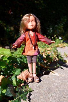 Tunique, leggings, collier et sandales Birkenstock pour poupée Bratz, T-shirt bijoux et capri avec sandales de cuir pour poupée Bratz. de la boutique AtelierRagazza sur Etsy
