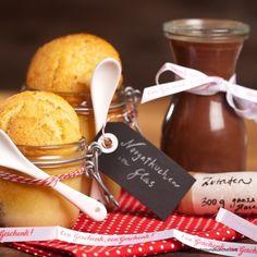 Nougat selbst gemacht Marzipan, Chocolate Fondue, Candy, Bottle, Desserts, Food, Diy, Low Fiber Foods, Chocolates