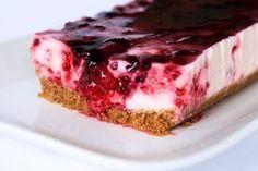 Tarta de yogur y frutos rojos sin horno, sin azucar y sin gluten