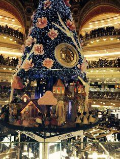 the most impressive christmas tree ever galleries lafayette paris