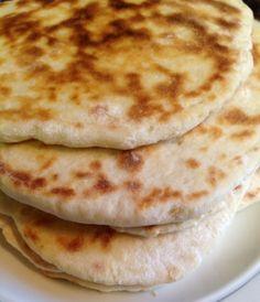 Pain Naan  C'est super bon un pain Naan avec des mets indiens. Par ailleurs, lorsqu'on fait une recette indienne à la maison,...