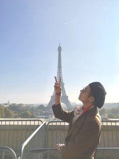 BTS's V (Taehyung) sharing his photos with he rest of BTS in Paris, France before they head to Seoul, South Korea Bts Taehyung, Jimin, Bts Bangtan Boy, Bts Boys, Jhope, Daegu, K Pop, Bts 2018, Bts Paris