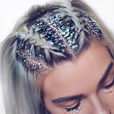 ♢ As hair trends go we don't think we'll ever tire of glitter roots! ♢ As hair trends g Smart Hairstyles, Bob Hairstyles, Straight Hairstyles, Hairstyle Hacks, Braided Hairstyles For Short Hair, Carnival Hairstyles, New Year Hairstyle, French Braid Hairstyles, Hairstyles Videos