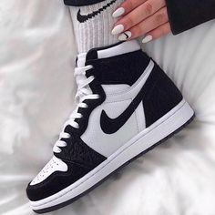 Jordan 1 Retro High Twist (W) 2019 - Sneakers fashion - Schuhe -You can find Jordan sneakers and more on our website.Jordan 1 Retro High Twist (W) 2019 - Sneakers fashion - Schuhe - Sneakers Mode, Best Sneakers, Sneakers Fashion, Shoes Sneakers, Shoes Jordans, Sneaker Heels, Nike Air Jordans, Air Jordans Women, Yeezy Shoes