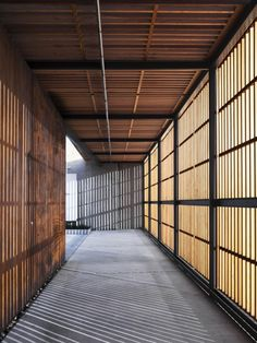 Herman Miller/Holdrege Avenue Building by Lynch/Eisinger/Design...