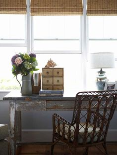 We love this rustic home office! How to create a cottage-style home: office design ideas design Rustic Home Offices, Bamboo Roman Shades, Bamboo Blinds, Matchstick Blinds, Loire Valley, Flea Market Decorating, Budget Decorating, Rustic Desk, Rustic Office