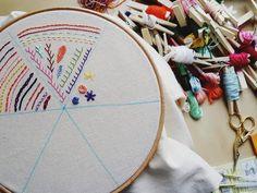Embroidery Sampler : un mémo broderie joli ! Basic Embroidery Stitches, Embroidery Sampler, Hand Embroidery, Trendy Mood, Fabric Journals, Punch Needle, Couture, Needlework, Magazine
