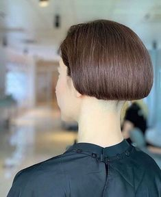 Shaved Bob, Shaved Nape, Undercut Hairstyles, Hairstyles With Bangs, Short Hair Back View, Short Hair Cuts, Short Hair Styles, One Length Bobs, Androgynous Haircut