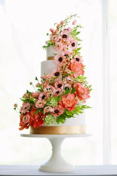 Peach Poppies and Bees Sugar Flower Cake - Cake by Alex Narramore (The Mischief Maker) | CakesDecor.com