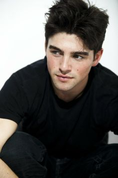 "Robert Adamson (plays Noah on ""The Young and the Restless"")"