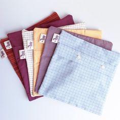 Pochettes en chemises recyclées ! DIY, recyclage design. Permet de ne pas se séparer totalement de ses bouts de tissus fétiches !