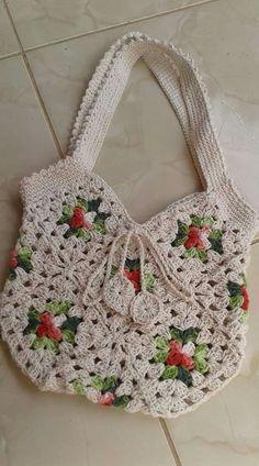New crochet free purse granny squares Ideas – Granny Square Crochet Wallet, Crochet Tote, Crochet Handbags, Crochet Purses, Crochet Crafts, Crochet Fringe, Point Granny Au Crochet, Granny Square Crochet Pattern, Crochet Squares
